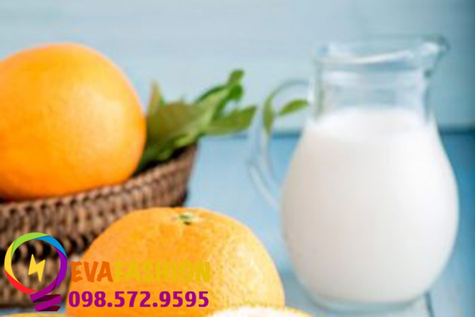 Tắm bằng hỗn hợp cam và sữa tươi là một cách hiệu quả để bảo vệ và chăm sóc làn da