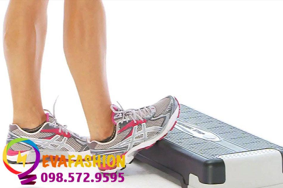 Động tác Calf Stretch On Step