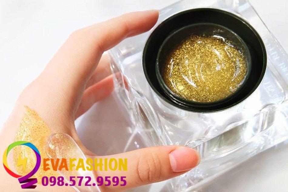 Nature Republic Ginseng Royal Silk Watery Cream có chứa các thành phần được chiết xuất từ những nguyên liệu quý cũng như các dưỡng chất tốt.