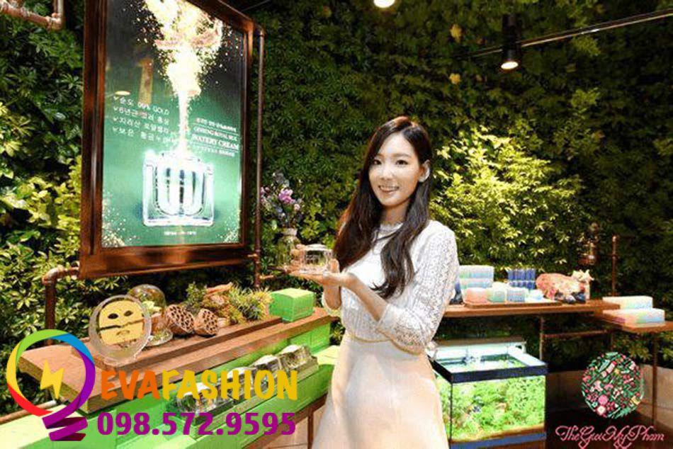 Nature Republic Ginseng Royal Silk Watery Cream có khả năng thấm sâu giúp dưỡng ẩm vượt trội.