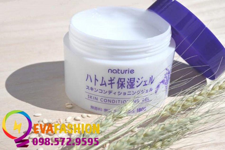 Kem dưỡng da Naturie Skin Conditioning Gel được chiết xuất từ hạt ý dĩ