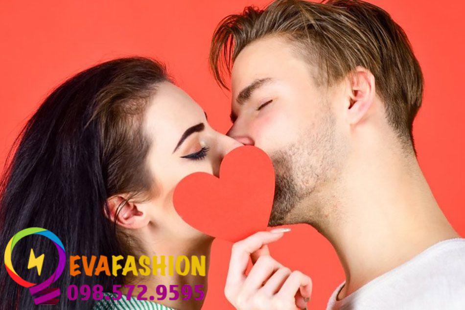 Tại sao con trai thích hôn môi con gái?