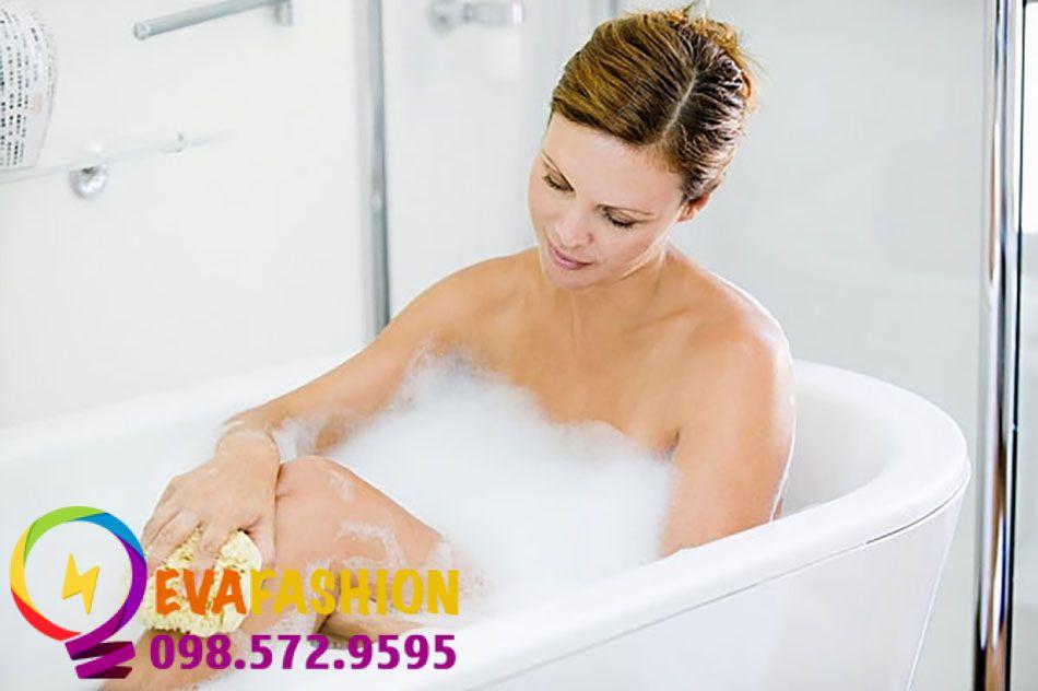 sử dụng các dung dịch vệ sinh giảm đau vùng kín