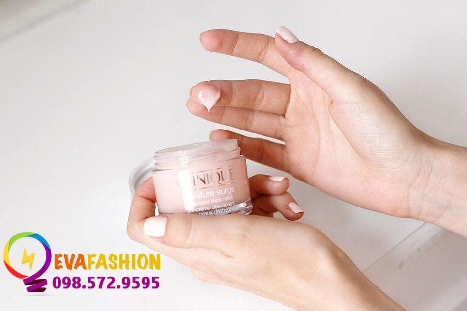 Kem dưỡng da Clinique Moisture Surge extended thirst relief dạng gel màu hồng không gây bết dính, dễ dàng thẩm thấu khi thoa lên da